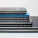 iPhones e iPads empilhados