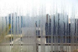 Umidade em excesso no vidro
