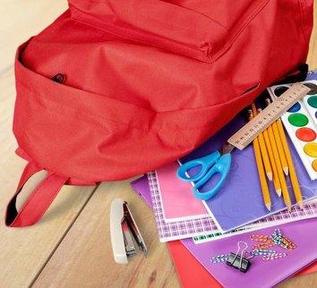 mochila escolar vermelha